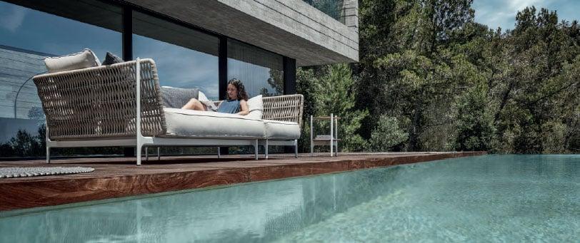 arredo-dal-pozzo-forniture-per-la-ristorazione-e-hotel-outdoor-design-con-gloster-2.jpg