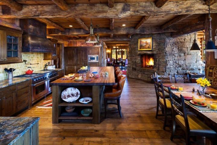 idee per arredare casa legno pietra