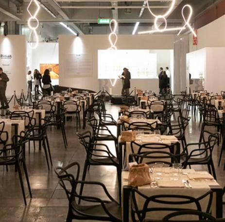 quali-sedie-usare-per-grandi-ricevimenti-o-forniture-per-la-ristorazione-10