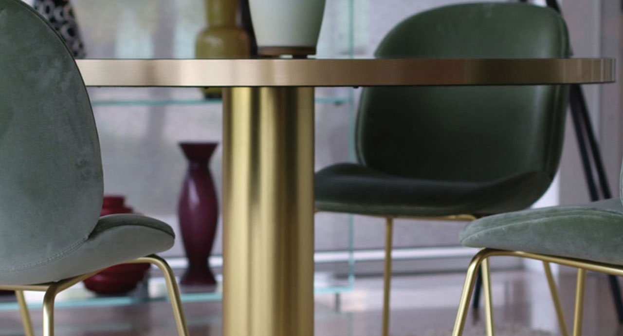 gubi tavolo e sedie velluto verde