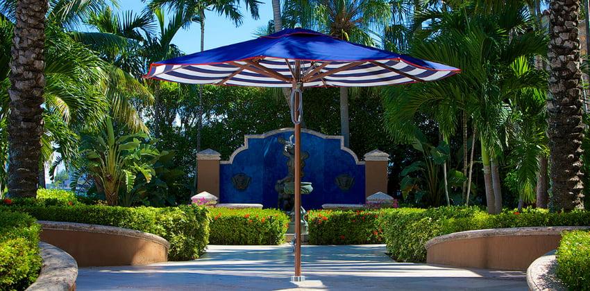 ad-arredo-dal-pozzo-consigli-su-come-scegliere-ombrellone-tuuci-colori-del-tessuto-toni-azzurri.png