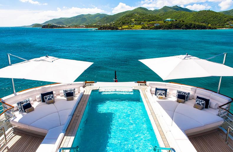 ad-arredo-dal-pozzo-scegliere-ombrellone-tuuci-per-lo-yacht-ocean-master-max-single-cantilever.png
