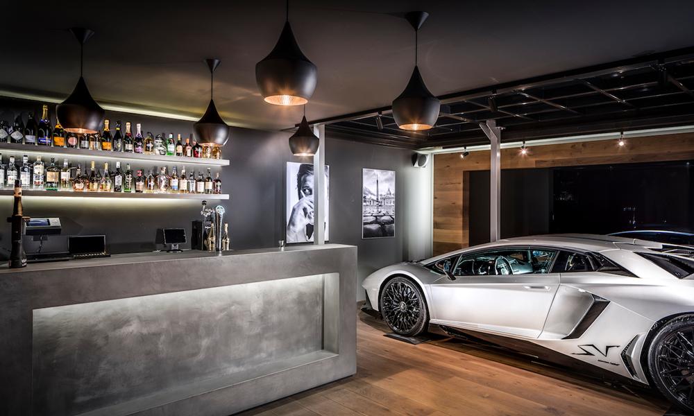 Un garage trasformato in un bar