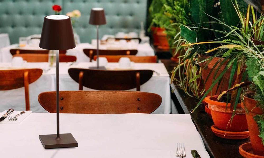 Lampade Poldina di AI Lati Lights in un ristorante