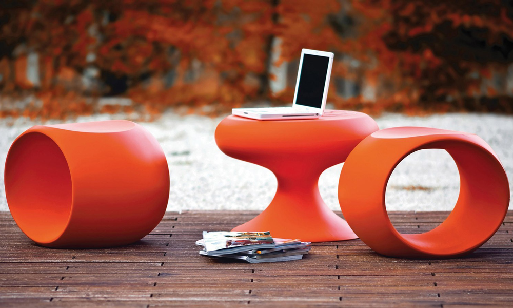 Sedute e tavolino da esterni di Serralunga